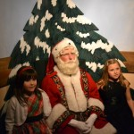 philadelphia macy santa posing with little girls